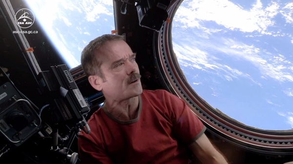 Tweeting Astronaut Chris Hadfield To Retire